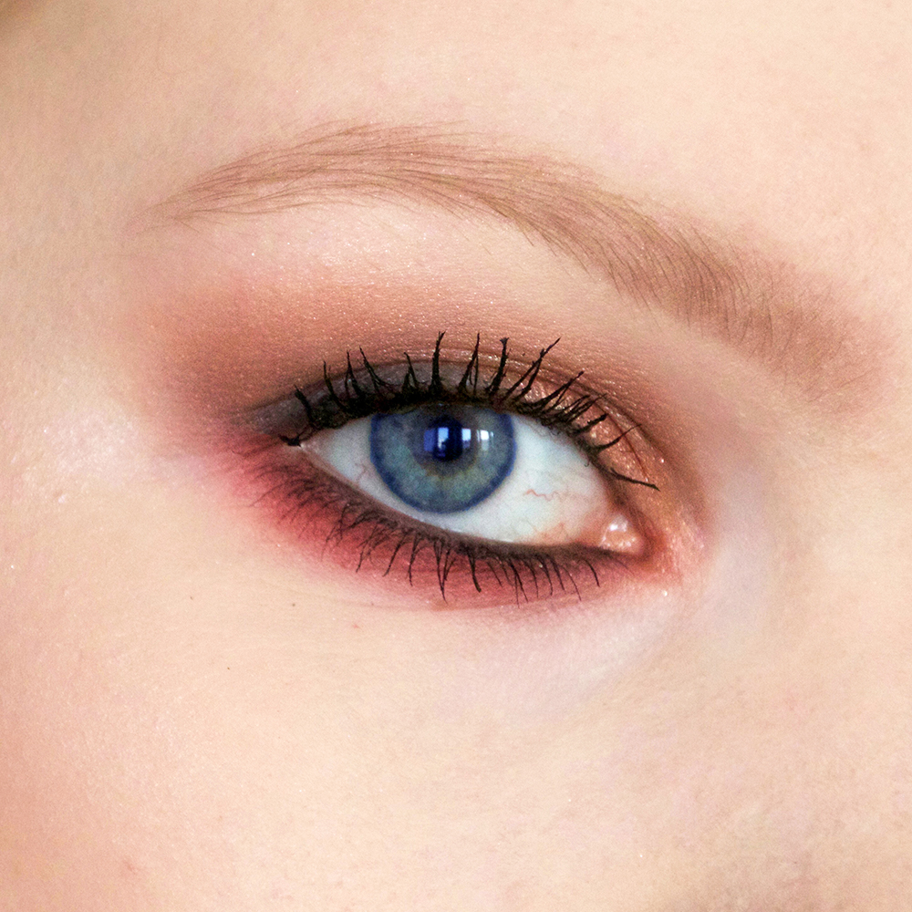 duo-eyeshadow_blue-eyes_detail