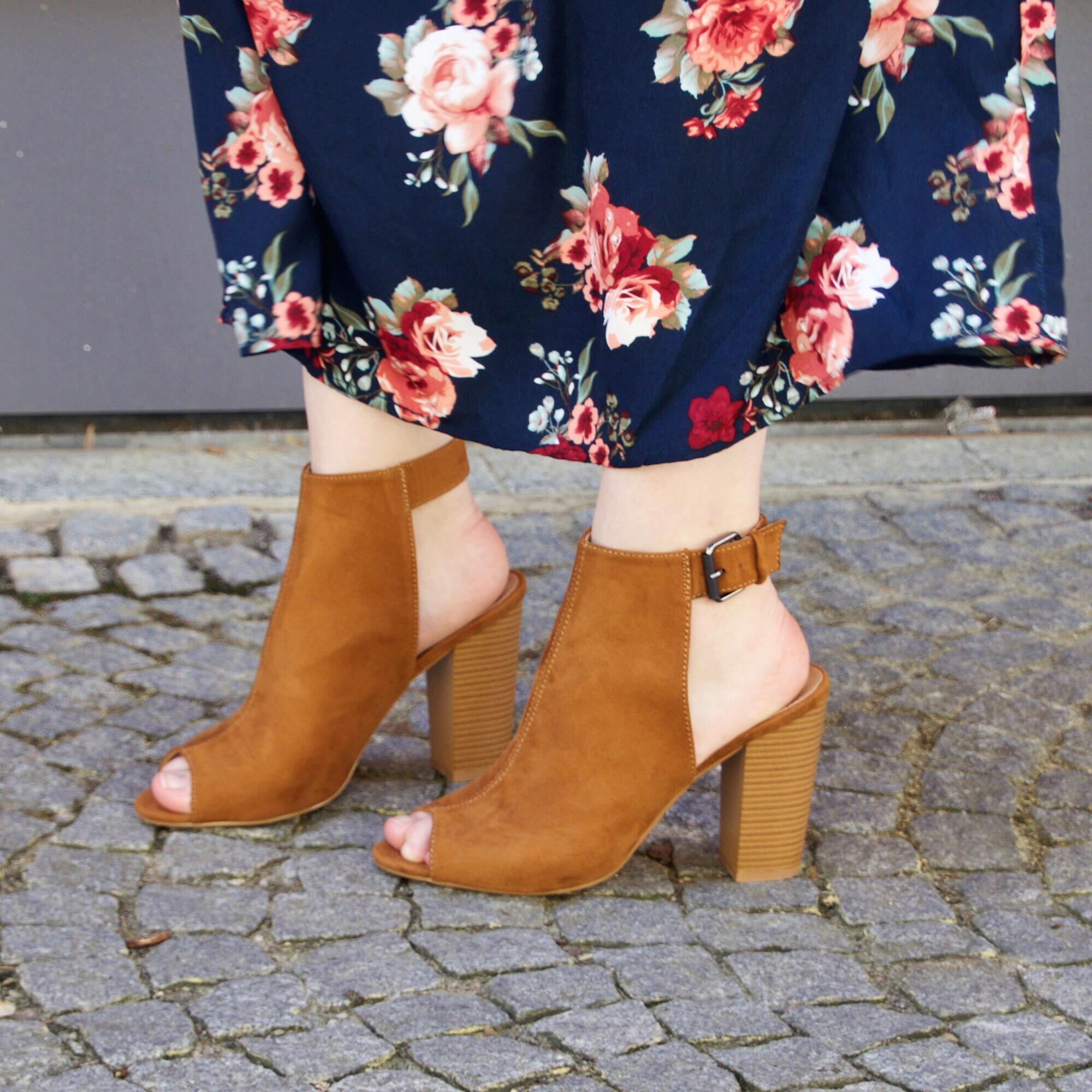 flower-dresses-this-season_2-small