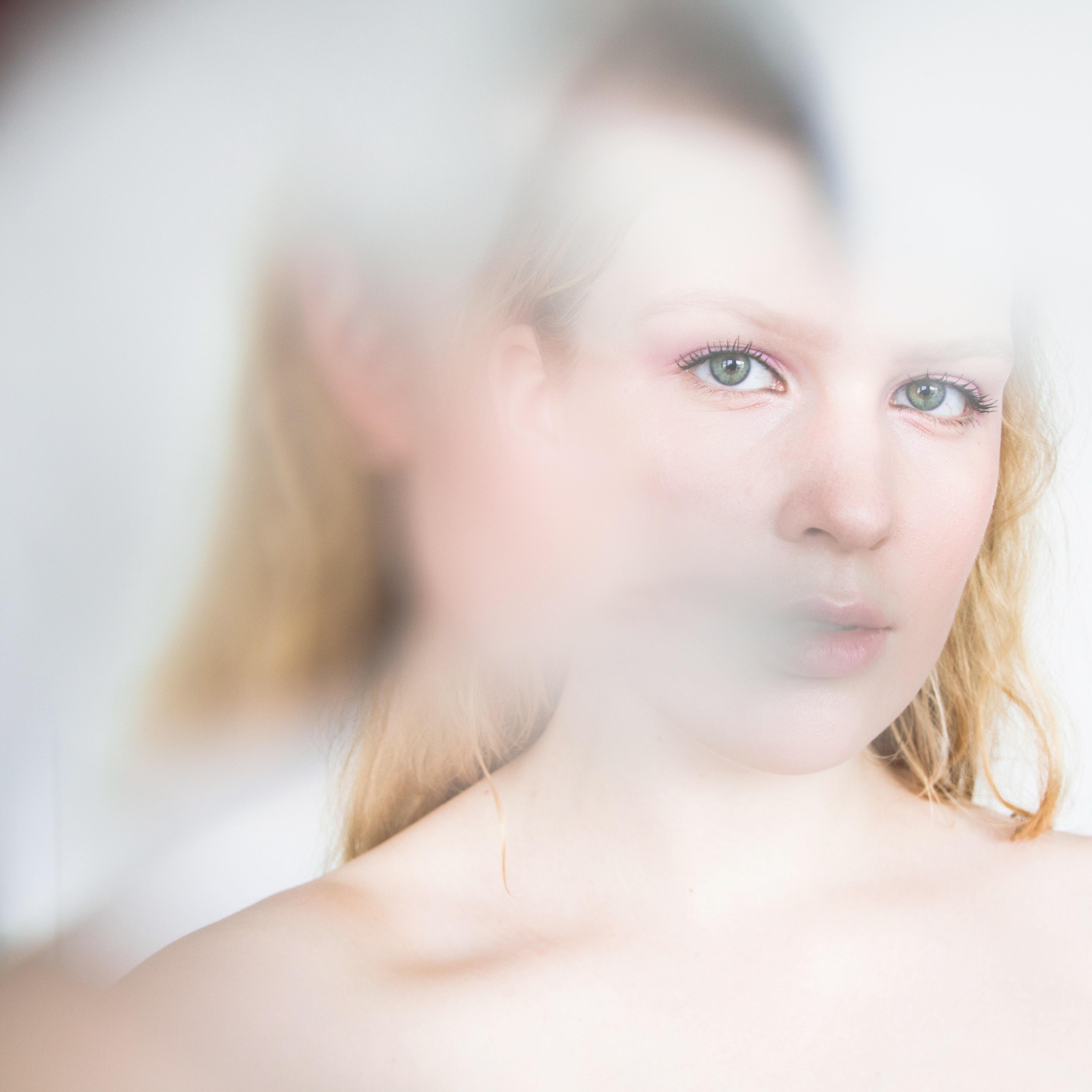 dewymakeuplook-distorted